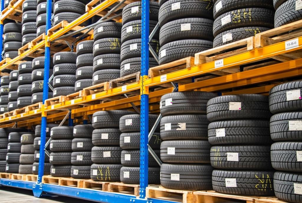 Se possível, verifique como os pneus estão armazenados.